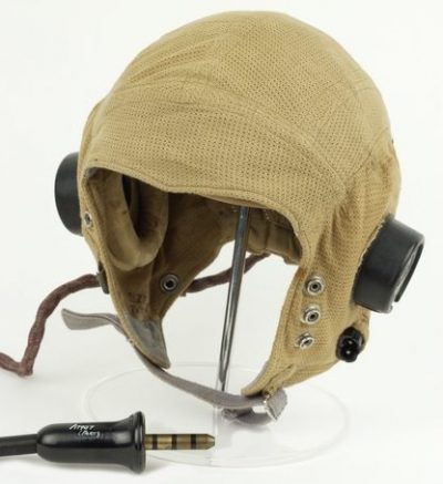 Шлемофоны летние из ткани Aertex типа Е были выпущены в 1943 году на смену типа D и первоначально предназначались для использования в авиации береговой охраны.