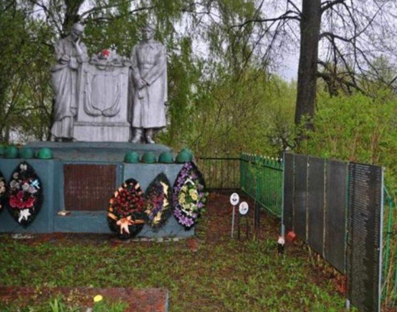 п. Фомино-Городище Зубцовского р-на. Памятник, установленный на братской могиле советских воинов.