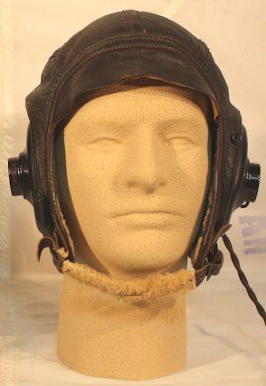 Зимний кожаный шлемофон AN-H-16, который заменил шлем B-6 в 1943 году.