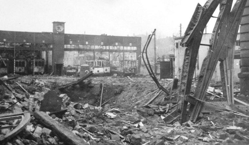 Разрушенное трамвайное депо. Октябрь 1944 г.