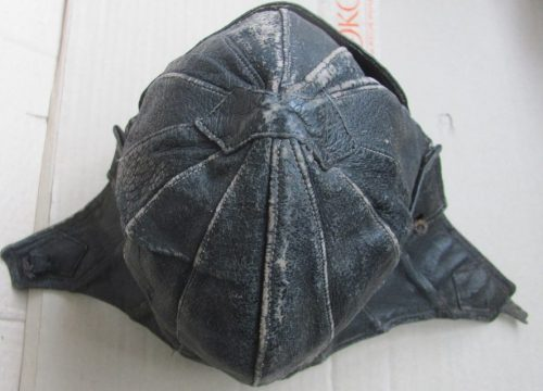 Кожаные шлемы парашютистов.
