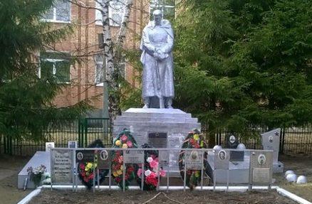 д. Щеколдино Зубцовского р-на. Памятник, установленный в 1974 году на братской могиле, в которой похоронено 782 советских воина, в т.ч. 333 неизвестных.