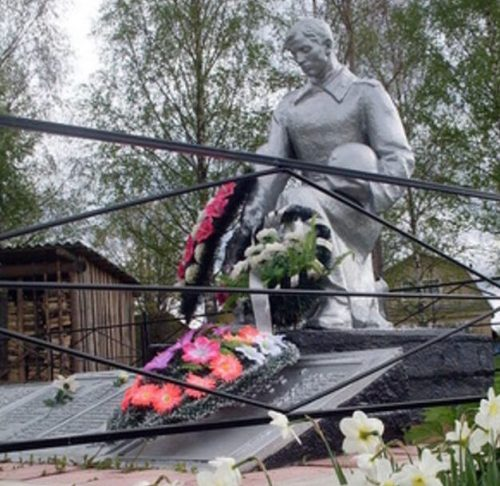 д. Орешки Старицкого р-на. Братская могила советских воинов.