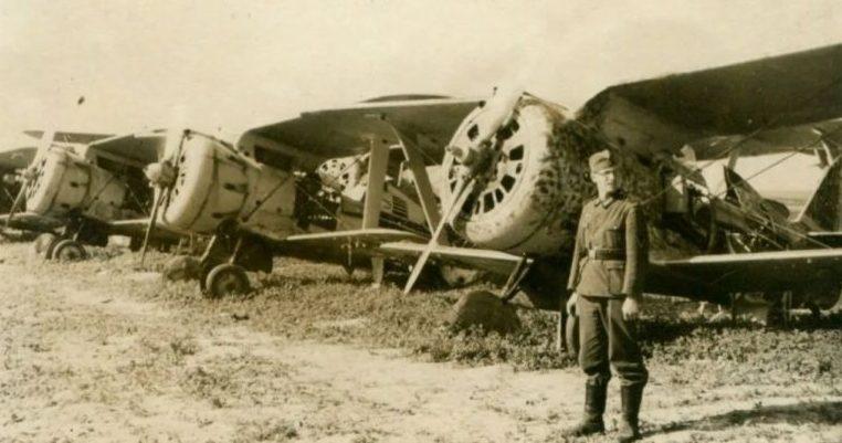 Захваченный советский аэродром. 1941 г.
