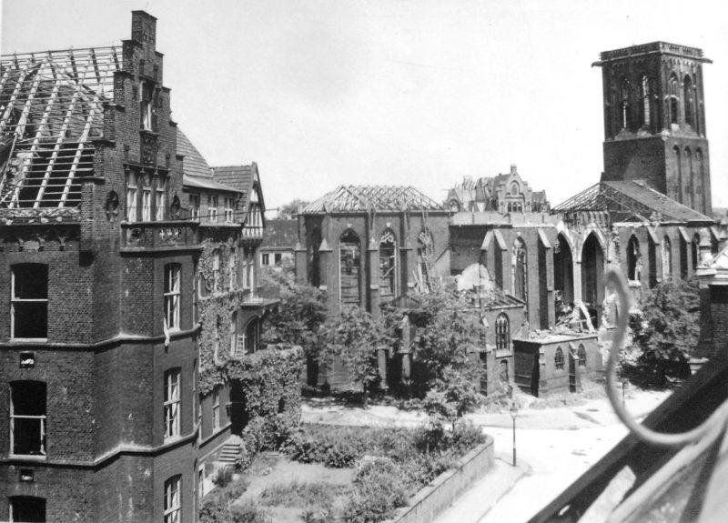 Церковь Иосифа с разрушенной крышей. Октябрь 1944 г.