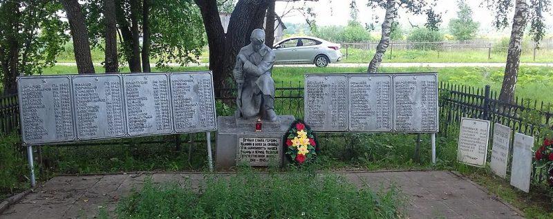 д. Паньково Старицкого р-на. Памятник, установленный на братской могиле советских воинов, погибших в годы войны.