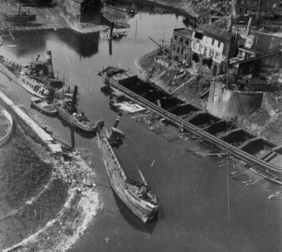 Разрушенный порт на Рейне. Октябрь 1944 г.