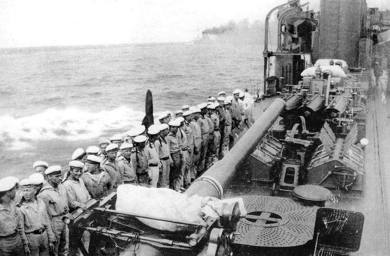 102-мм орудия на эсминце «Калинин». 1941 г.