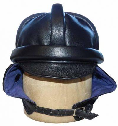 Шлем образца 1931 года из кожи.