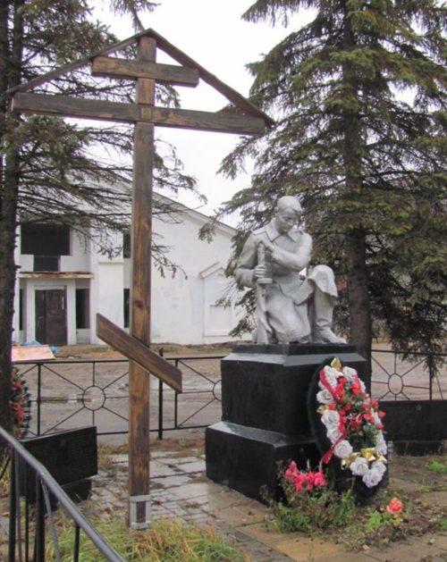 д. Андрейково Калининского р-на. Памятник, установленный на братской могиле, в которой похоронено 118 советских воинов.