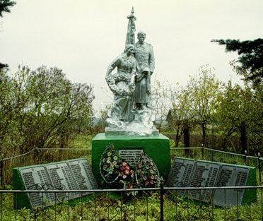 д. Рыблово Старицкого р-на. Памятник, установленный на братской могиле советских воинов.