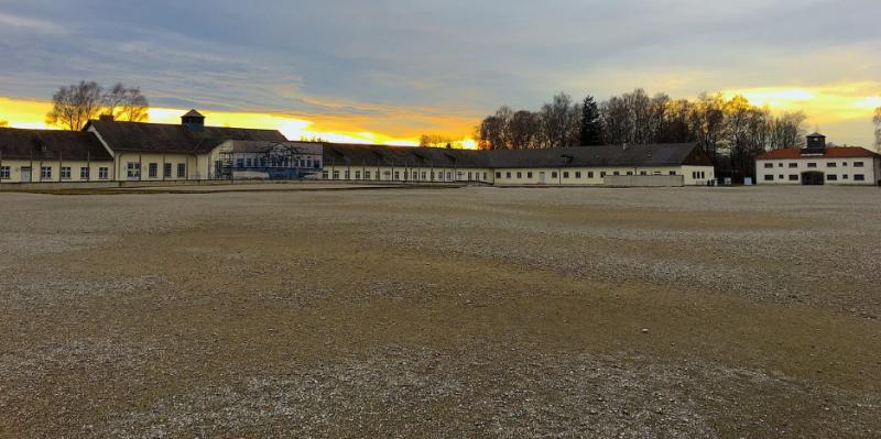 Панорама центральной площади лагеря.