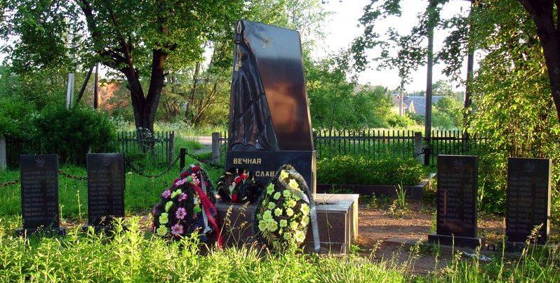 п. Земцы Нелидовского городского округа. Братская могила советских воинов.