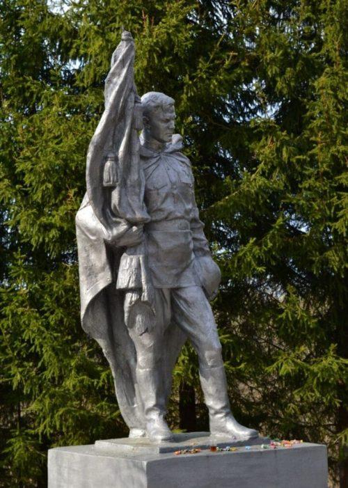 д. Кутьёво Нелидовского городского округа. Памятник, установленный на братской могиле, в которой похоронены советские воины.