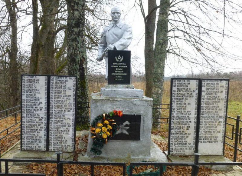 д. Миндюри Нелидовского городского округа. Памятник, установленный на братской могиле, в которой похоронены советские воины.