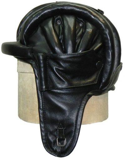 Шлем образца 1934 года из кожи.
