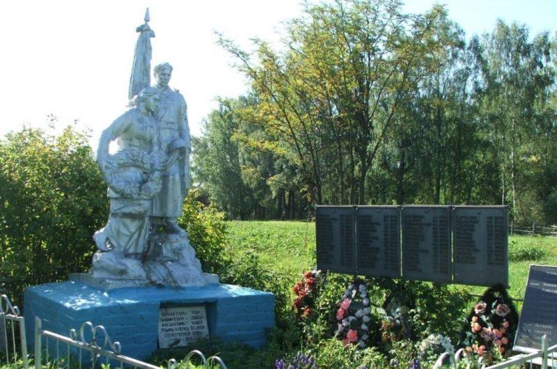 д. Суровцово Старицкого р-на. Памятник, установленный на братской могиле советских воинов, погибших в годы войны.