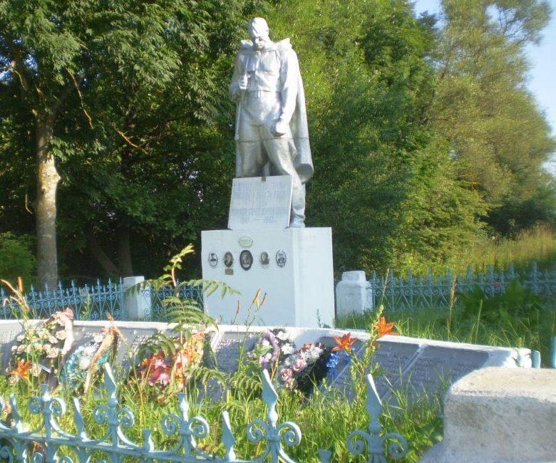 д. Щитниково Старицкого р-на. Памятник, установленный на братской могиле советских воинов.