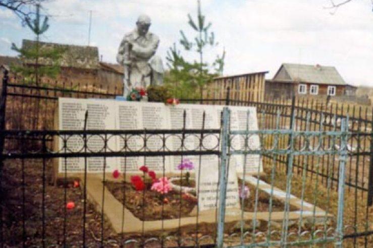 д. Воротьково Оленинского округа. Братская могила советских воинов.
