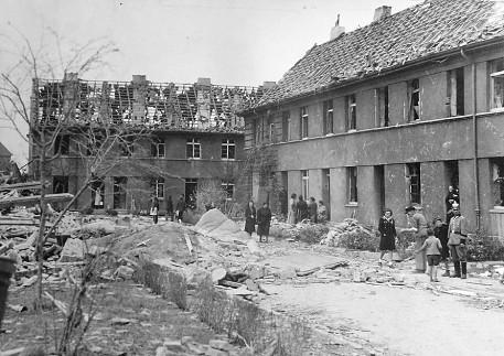 Промышленная окраина города. Октябрь 1944 г.