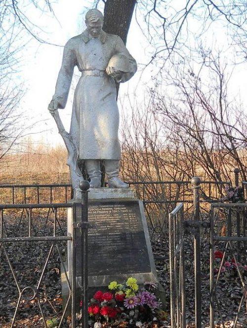 д. Владенино Торжокского р-на. Памятник, установленный на братской могиле советских воинов, погибших в годы войны.