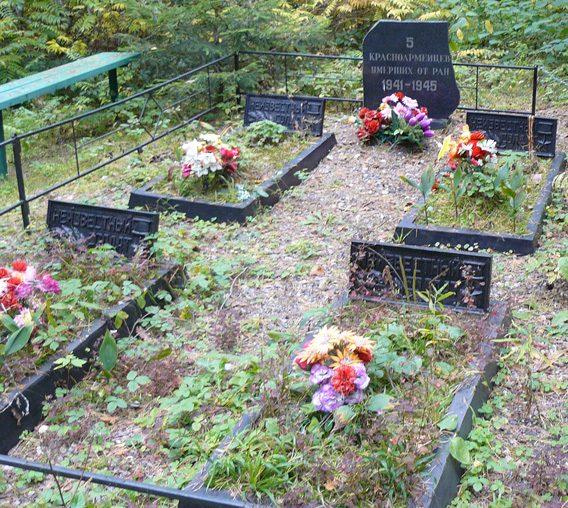 Братская могила пяти неизвестных бойцов.