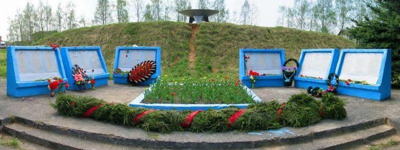 д. Никулино Калининского р-на. Памятник, установленный на братской могиле советских воинов.
