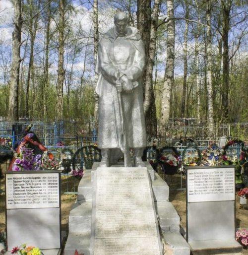 д. Ладьино Торжокского р-на. Братская могила советских воинов.