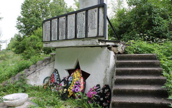 с. Марьино Торжокского р-на. Мемориал памяти павшим землякам.