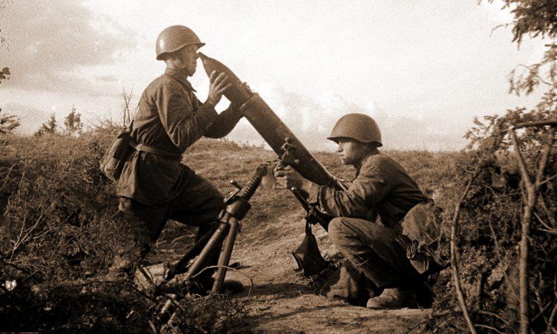 120-мм полковой миномёт образца 1938 года. Западный фронт, 1942 г.