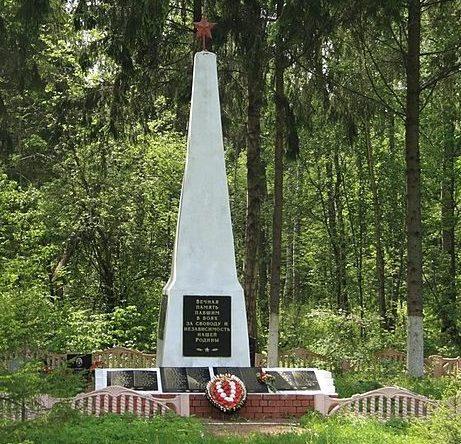п. Оленино. Братская могила советских воинов.