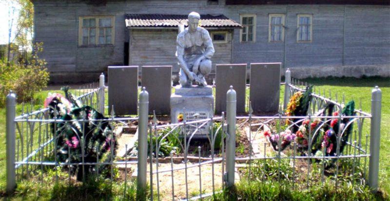 д. Мошки Торжокского р-на. Братская могила советских воинов.