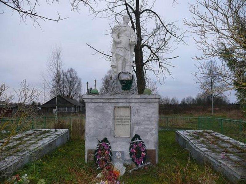 д. Тархово Оленинского округа. Памятник советским воинам.