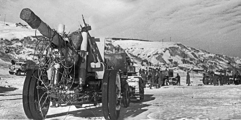 152-мм гаубицы МЛ-20 у Сталинграда. Февраль 1943 г.