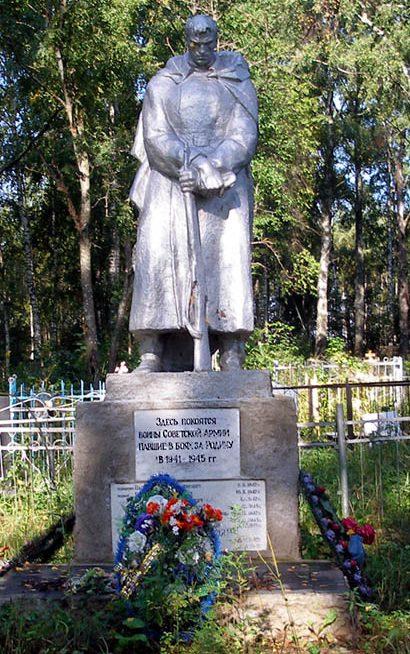 д. Нестерово Торжокского р-на. Памятник, установленный на братской могиле советских воинов.