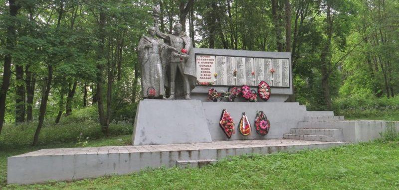 с. Никольское Торжокского р-на. Мемориал советским воинам.