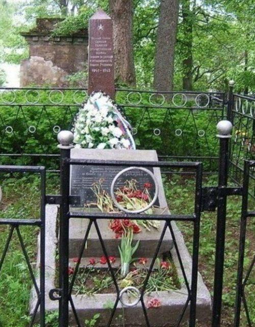 д. Прутня Торжокского р-на. Памятник, установленный на братской могиле советских воинов.