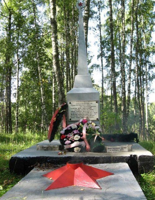 с. Рябиниха Торжокского р-на. Малиновская высотка. Памятный знак, посвящённый Герою Советского Союза Падерину Я.Н.