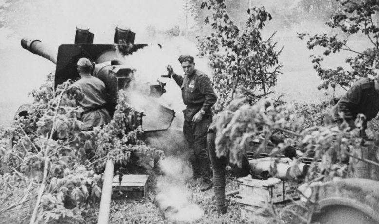 Расчет 152-мм гаубицы-пушки образца 1937 года МЛ-20. Ленинградский фронт, 1943 г.