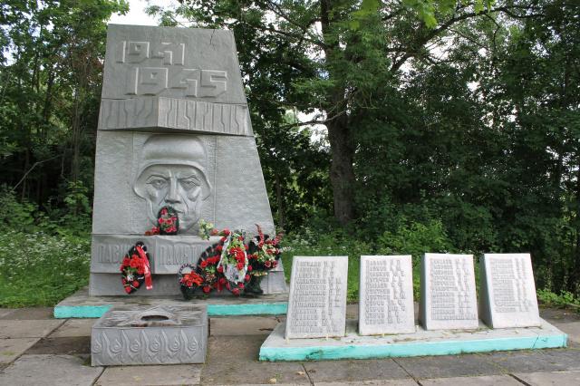 п. Таложня Торжокского р-на. Мемориал памяти павшим землякам.
