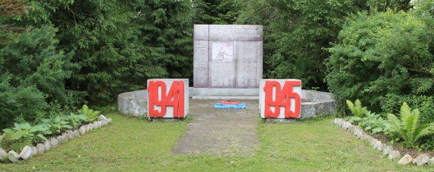 п. Тверецкий Торжокского р-на. Памятник погибшим землякам.