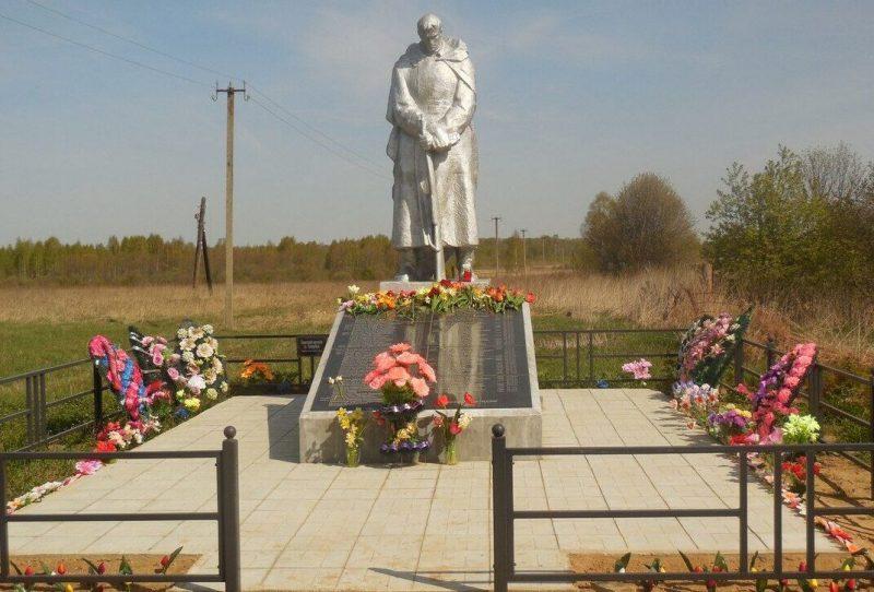 д. Тредубье Торжокского р-на. Памятник погибшим землякам.