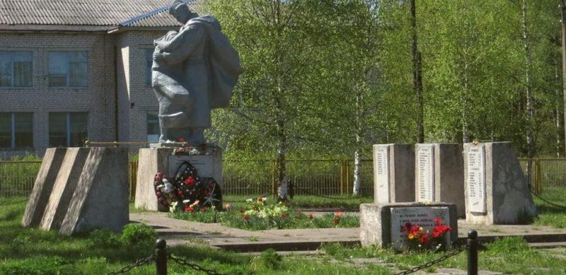д. Озерец Торопецкого р-на. Мемориал советским воинам.