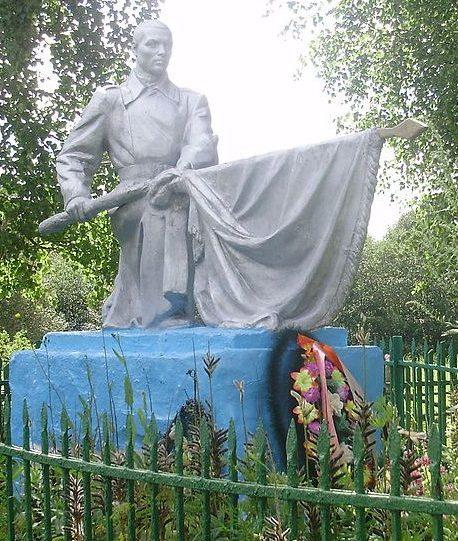 д. Рокотово Торопецкого р-на. Памятник, установленный на братской могиле советских воинов.