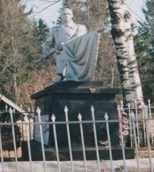 д. Скворцово Торопецкого р-на. Братская могила советских воинов.