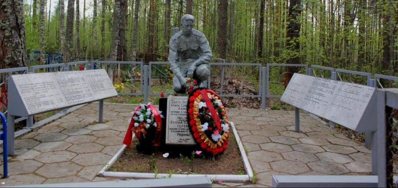 д. Верескуново Удомельского городского округа. Памятник, установленный на братской могиле советских воинов.