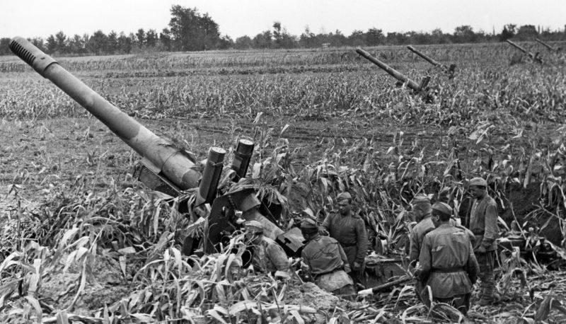 152-мм гаубицы МЛ-20 во время боев в Венгрии. 1944 г.