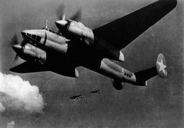 Двухмоторный пикирующий бомбардировщик Ту-2. 1943 г.