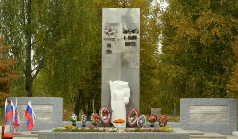 п. Великооктябрьский Фировского р-на. Обелиск памяти павших в годы войны.