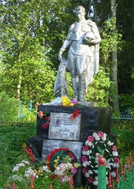 д. Горшково Фировского р-на. Памятник, установленный на братской могиле советских воинов.